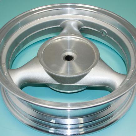 Обод скутер 4Т (задний 3.50 x 13, барабан 130 мм., 19 шлиц, серебристый)