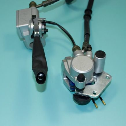 Тормоз дисковый скутер 4-х т. QT-10 (гидравлика передняя, машинка правая, суппорт правый, шланг)