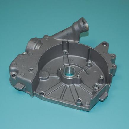 Крышка картера скутер 4Т 50-80 куб. (правая под маслощуп и шестерню насоса 47 зубов) 139QMB