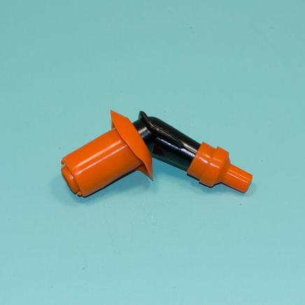Колпак свечи скутер и др. (пластик и оранжевые резинки, угол 120 град.)