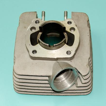 Цилиндр Минск Спутник (шпильки широко, выхлоп вбок, 3.1124-100201, Беларусь)